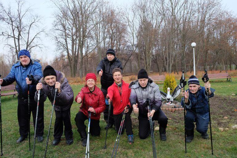 400 подопечных в ожидании скандинавской ходьбы