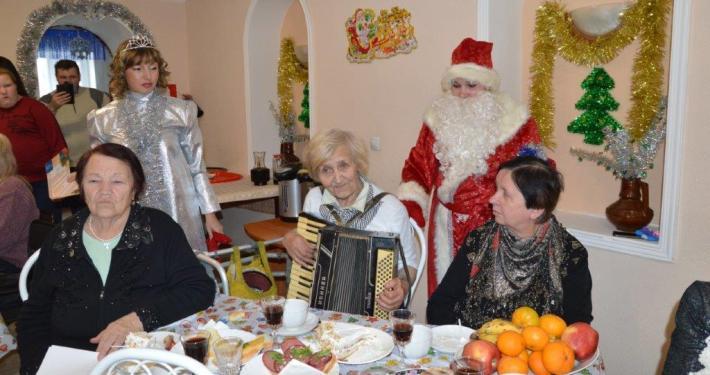 Заставка для - Новогодний огонек для одиноких бабушек и дедушек